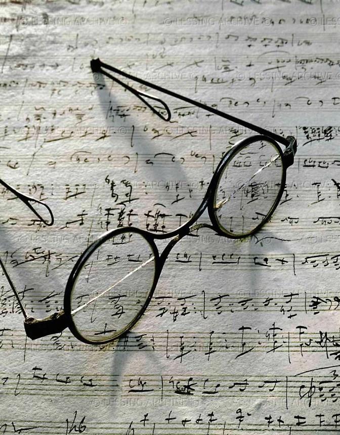 """Franz Schubert's eyeglasses on the manuscript of the song """"Gretchen am Spinnrad"""", Schubert Museum, Vienna"""