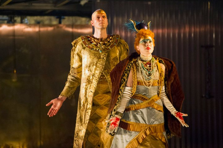 rsz_eno1516_akhnaten_-_zachary_james_rebecca_bottone_c_richard_hubert_smith