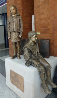 Kindertransport commemorative sculpture by Flor Kent