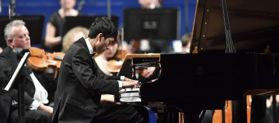 Eric-Lu-winner-of-the-Leeds-International-Piano-Competition-2018-performs-at-the-Finals-at-Leeds-Town-Hall-c-Simon-Wilkinson-Photography-e1537184338402